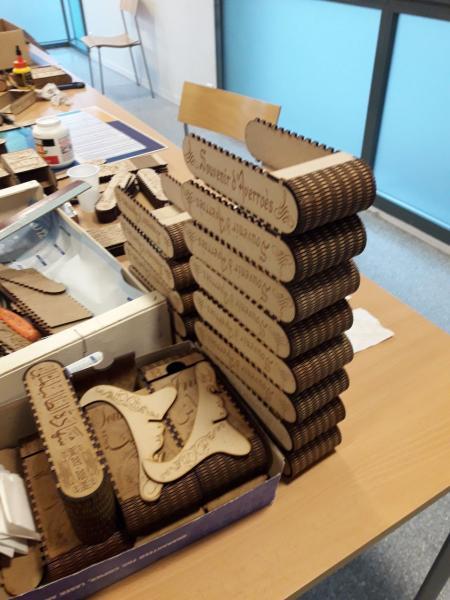 Soirée montage des boîtes à la MJC d'Onet-le-Château