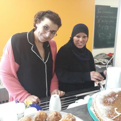 Des bénévoles motivées : Leïla et Fatima ! Merci les filles !!!