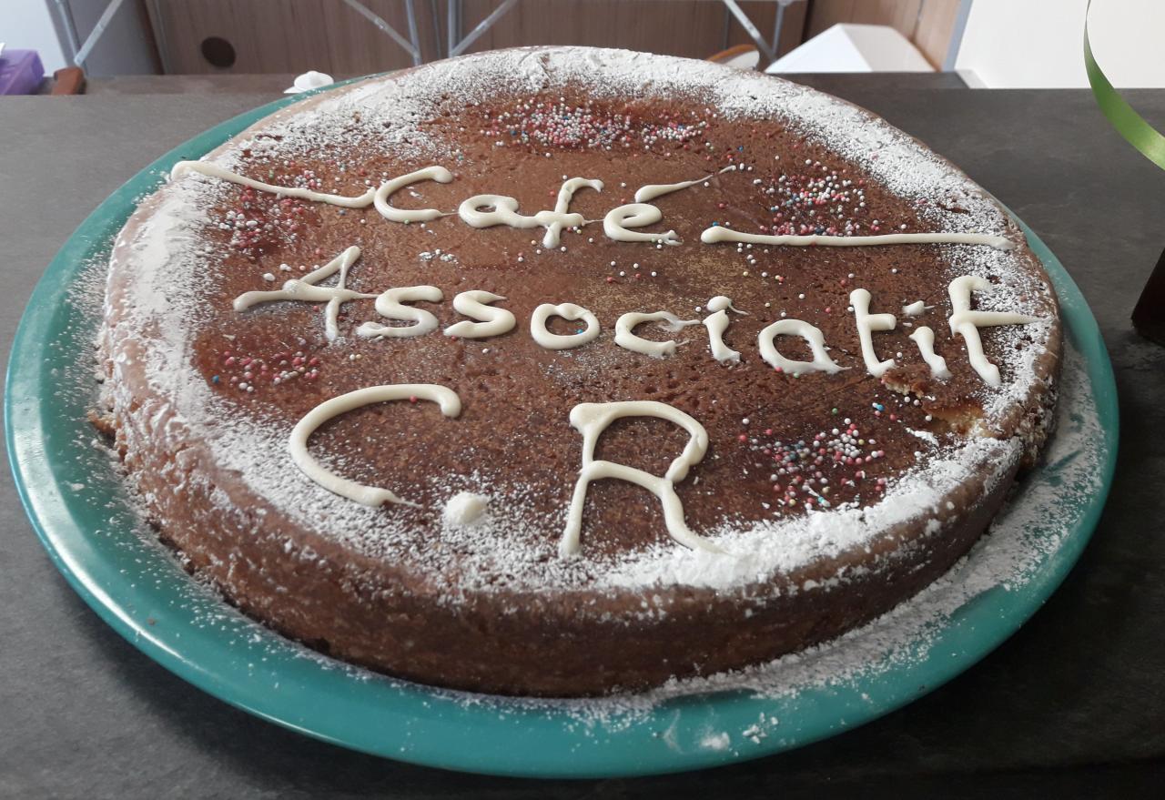 Parmi les bénévoles du café associatif et d'Averroès, de vrais talents. Merci Leïla !!!