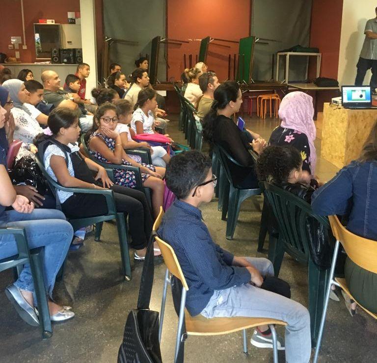 Réunion de rentrée, des élèves et parents attentifs
